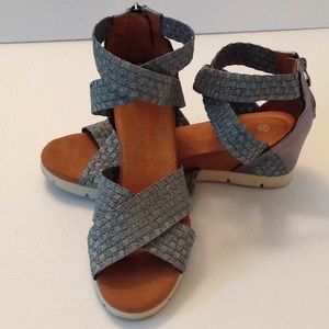 🍃🌹Bernie Mev. - Silver Ankle Strap Sandals